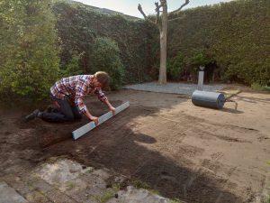 Grond egaliseren 2 nieuwe gras mat niek termaat klus en tuin